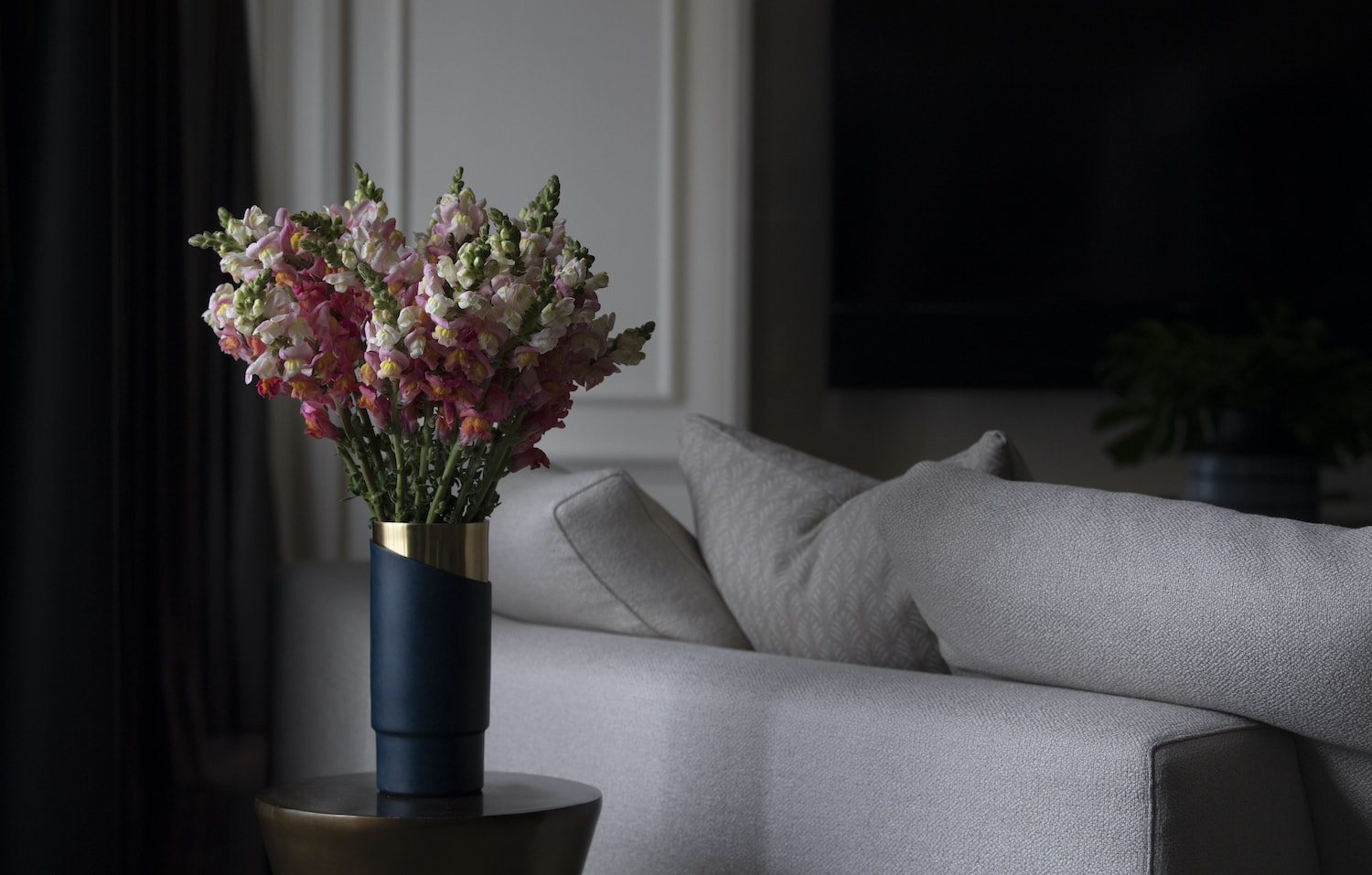 Shine A Light - Send cut to order, luxury peony flowers direct from the growers and delivered by UK's first online florist to be entirely sustainable and 100% plastic-free.