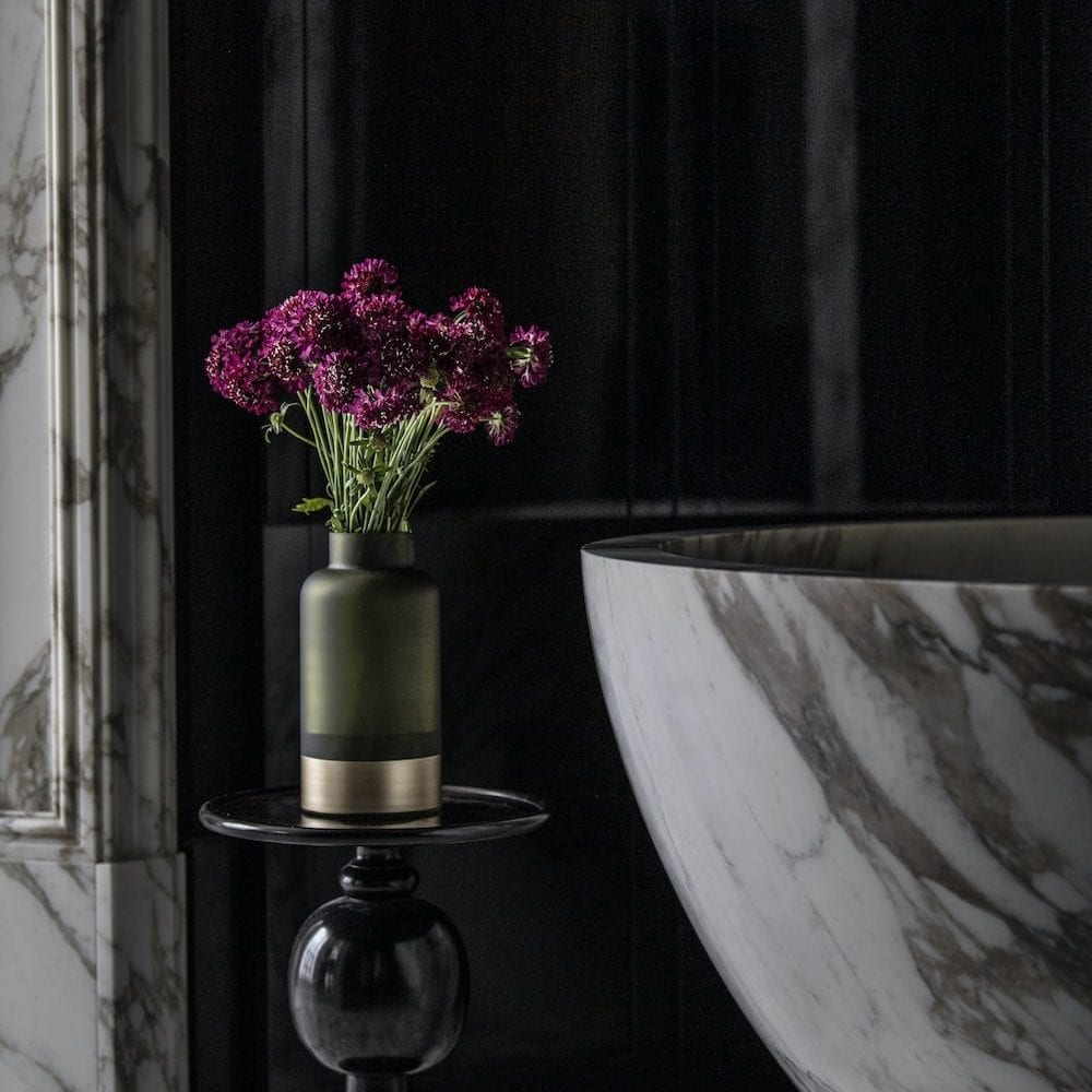 Give Me Earth - Send cut to order, luxury peony flowers direct from the growers and delivered by UK's first online florist to be entirely sustainable and 100% plastic-free.